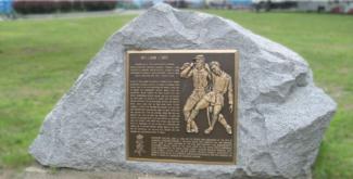 bronze-plaque-on-a-boulder