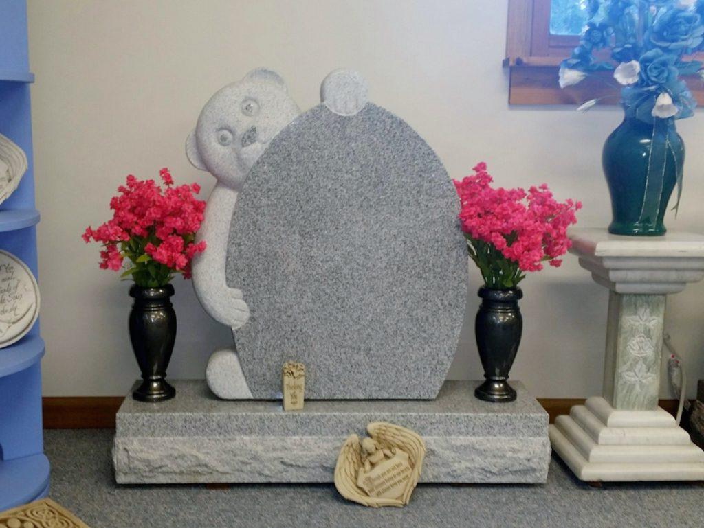 Sculpted Bear Upright Gravestone