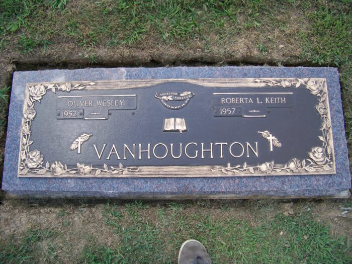 VanHoughton, Oliver